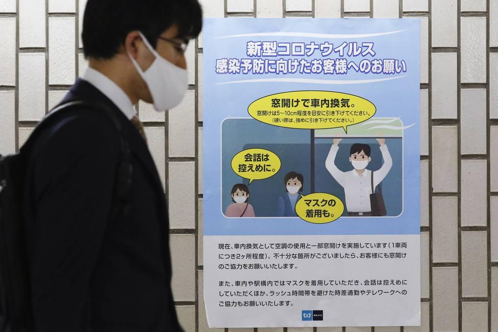 Japón encadena su tercer día de récord de contagios tras notificar 2.427 nuevos casos de covid-19