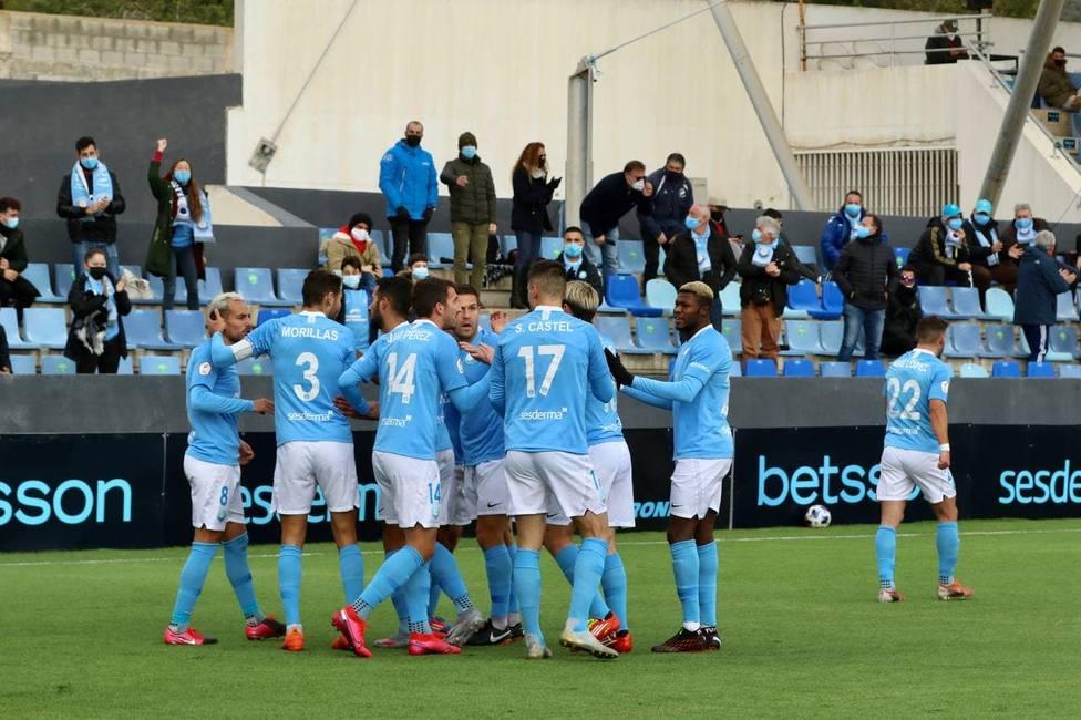 Los jugadores de la UD Ibiza celebran uno de los goles ante el Villarreal B