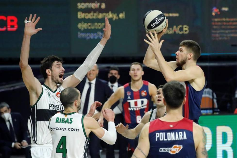 El Baskonia supera al Joventut y presenta su candidatura a la Copa