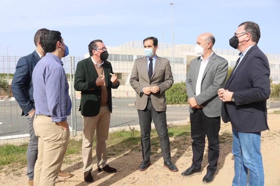 """Nieto insta al Gobierno central a """"cumplir"""" con los accesos para """"una pronta apertura del hospital"""
