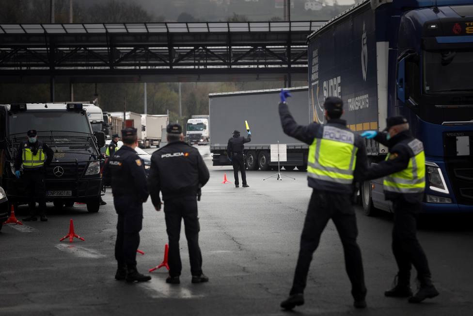 Policía y Guardia Civil vigilan la frontera entre España y Francia