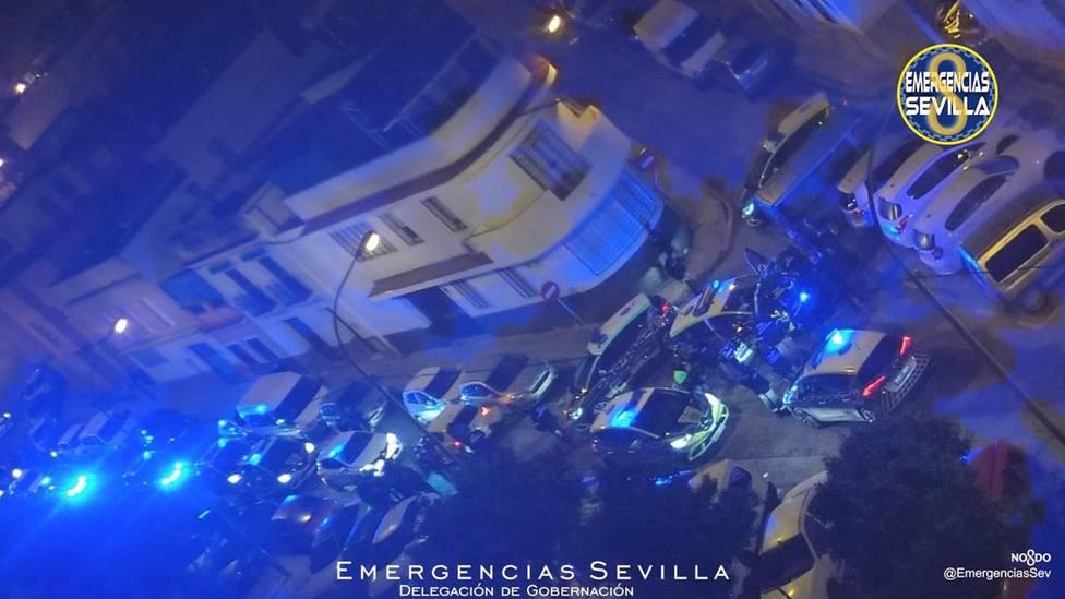 Sevilla.- Sucesos.- Detenidos tras una larga persecución policial en la que embistieron con su contra las patrulleros