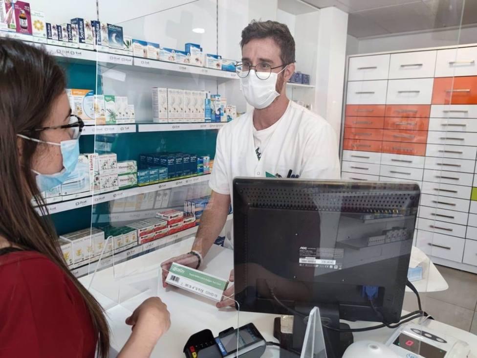 Cvirus.- Normalidad en las farmacias de la Región en el primer día de dispensación de los test de autodiagnóstico