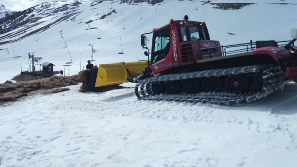 Trabajos para acumular nieve en Candanchú
