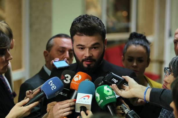 Rufián critica la hipocresía de los patriotas de banderita de Vox a los que financió la oposición iraní