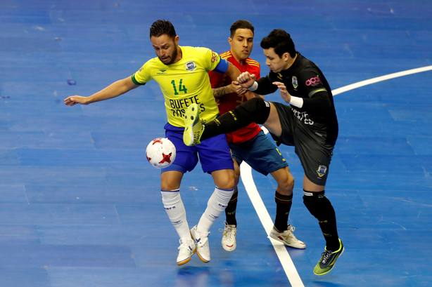 España se topa ante el muro brasileño - Fútbol sala - COPE 931a001a18fc3