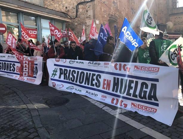 La Plataforma sindical de prisiones frente a la Asamblea de Extremadura