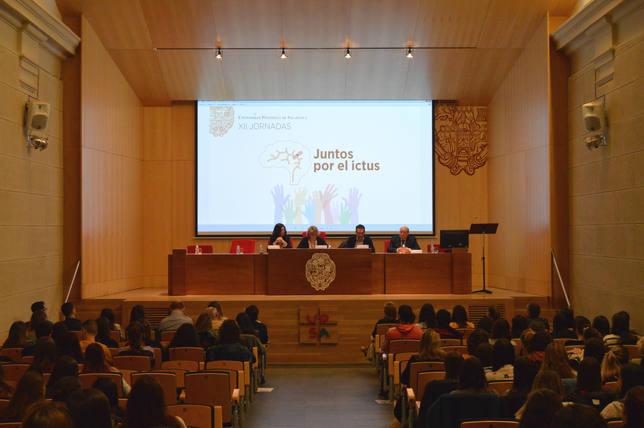 Los alumnos de la Universidad Pontificia de Salamanca se forman en el tratamiento del ictus