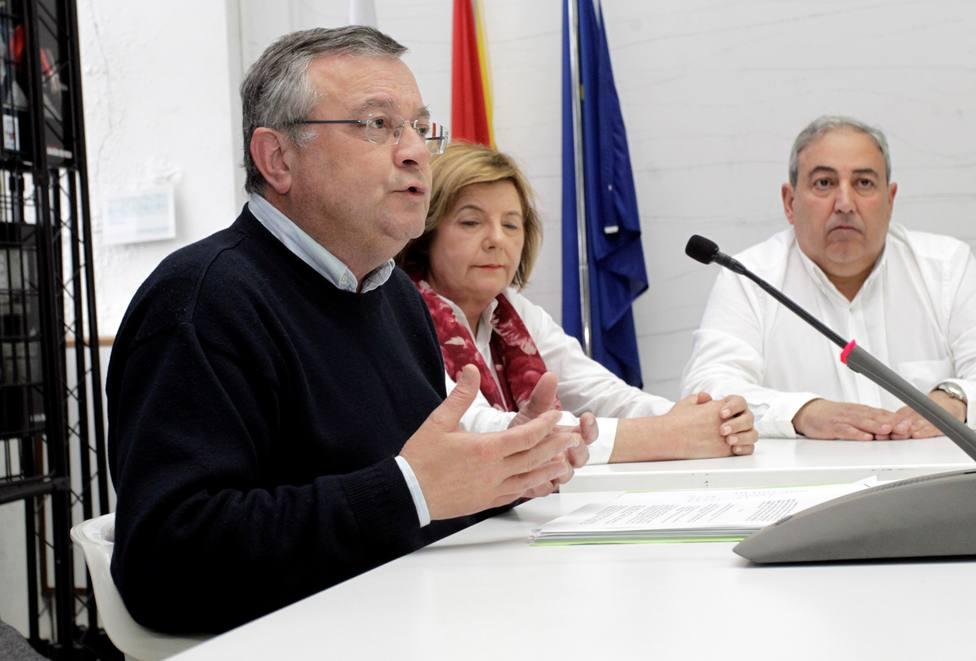Gumersindo Galego, en primer término, con otros compañeros del Partido Popular - FOTO: Efe / Kiko Delgado