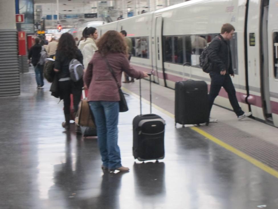 Renfe cancela 46 trenes el miércoles, en la operación salida de Semana Santa, por huelgas en Adif