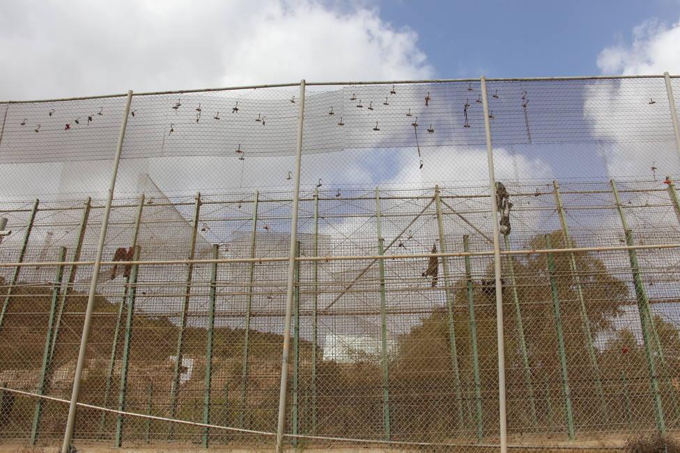Los 52 migrantes que saltaron la valla de Melilla han pedido asilo, por lo que Interior no les expulsará de forma exprés