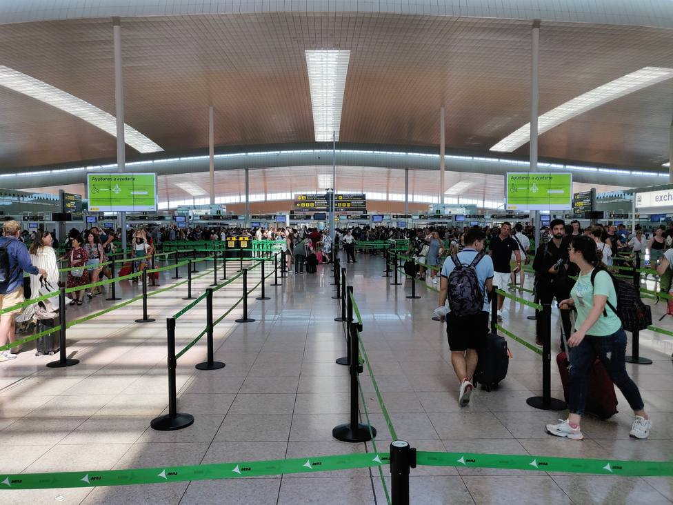 Normalidad en el Aeropuerto de Barcelona por la tarde pese a la huelga de vigilantes