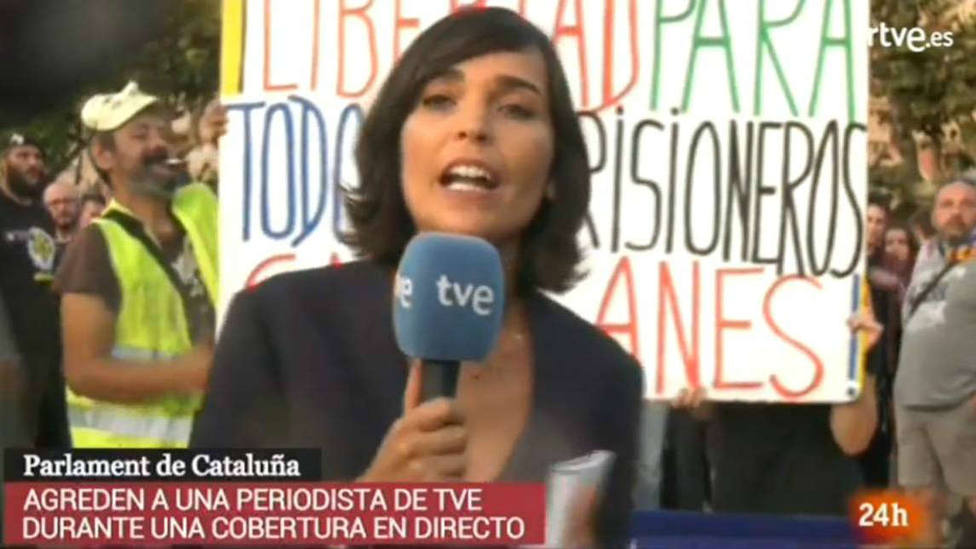La agresión a una periodista de TVE en el Parlamento de Cataluña que han denunciado en su informativo