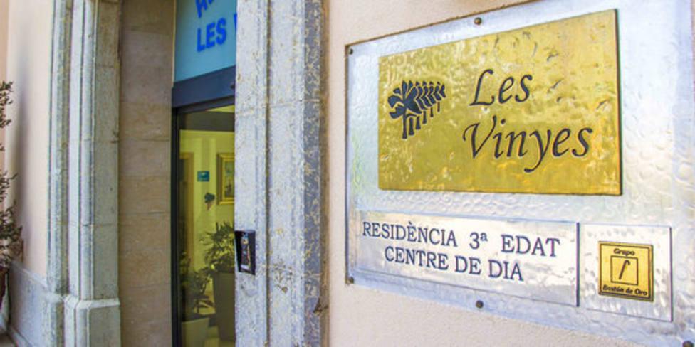 Entrada principal de la residencia Les Vinyes en Falset (Tarragona)