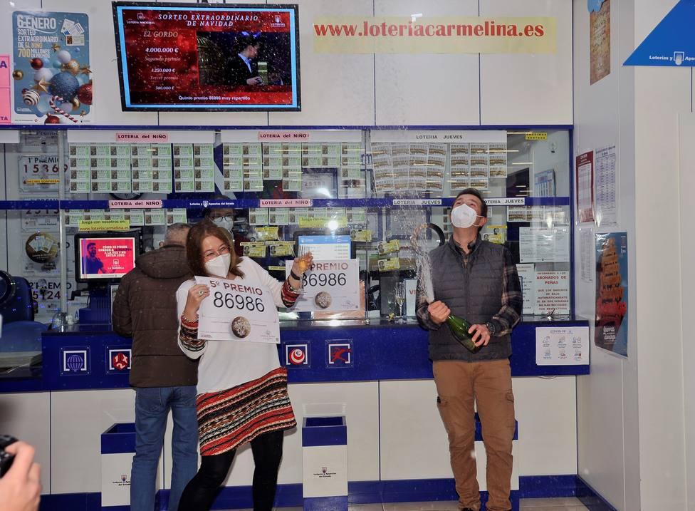 Administración de Albacete celebran uno de los quintos premios de la Lotería de Navidad: 86.986