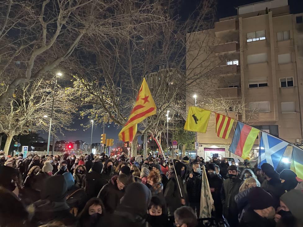 Unos 150 CDR se concentran en Esplugues (Barcelona) para dar la bienvenida a Adrià Carrasco