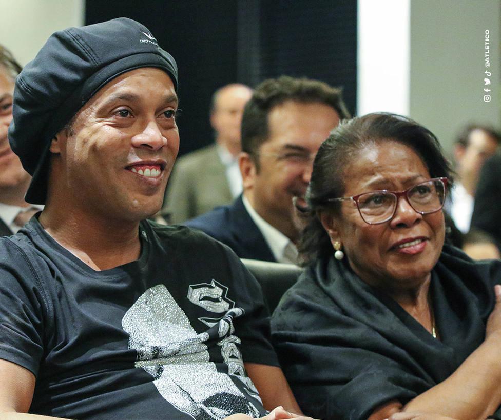Fallece Doña Miguelina, la madre de Ronaldinho, víctima del coronavirus