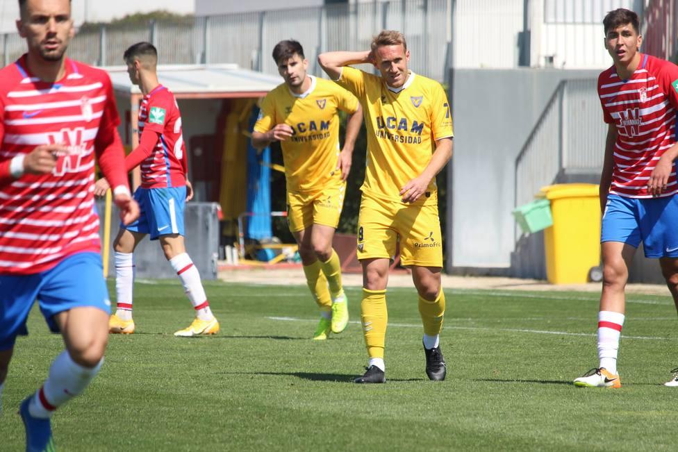 Un gol de Aketxe da el liderato a UCAM Murcia CF (1-2)