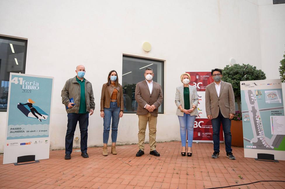 Cinco días para vivir la gran fiesta de las letras con la Feria del Libro en el Paseo de Almería