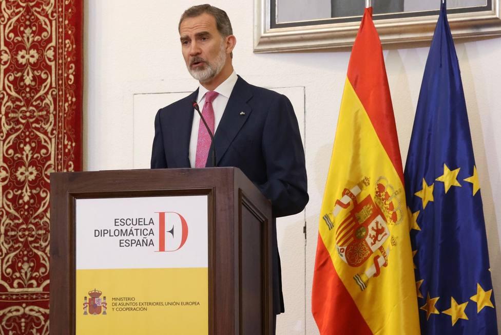 El rey ensalza el compromiso de la promoción covid de nuevos diplomáticos