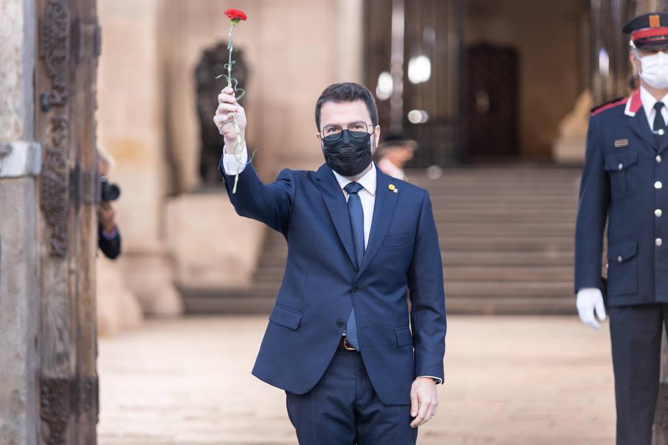 Pere Aragonés, atónito con la inesperada versión Els Segadors en su toma de posesión