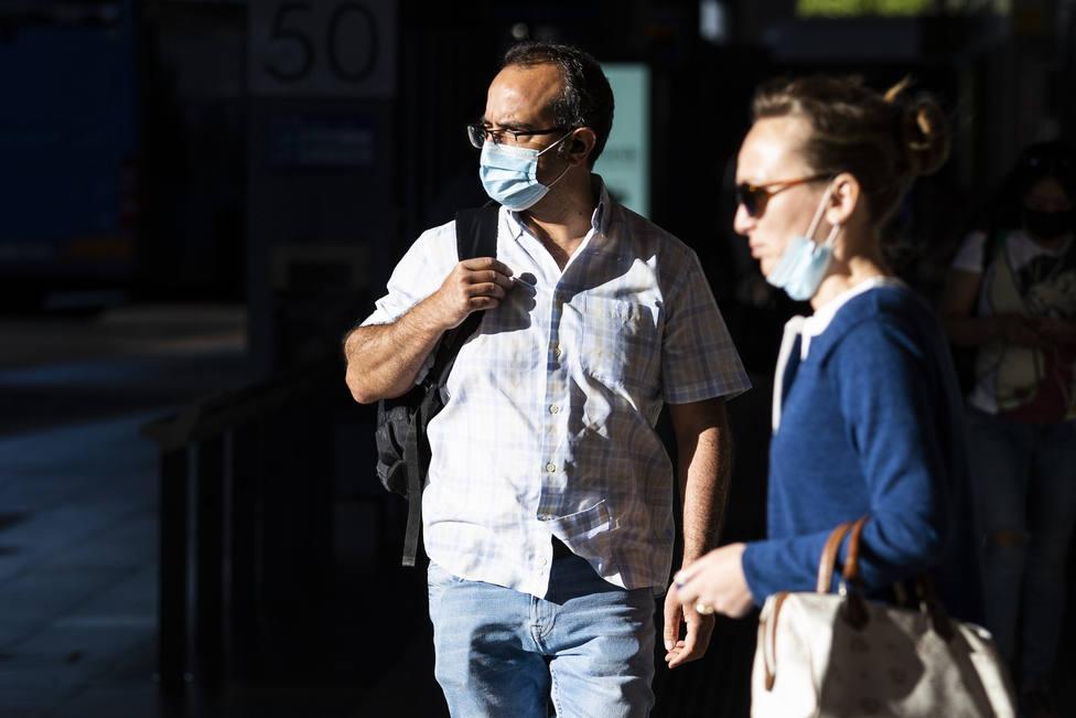 Las contradicciones del Gobierno de Sánchez sobre el uso de la mascarilla
