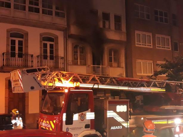 Los bomberos, en la calle Socorro (Foto: Leti G. Chas)
