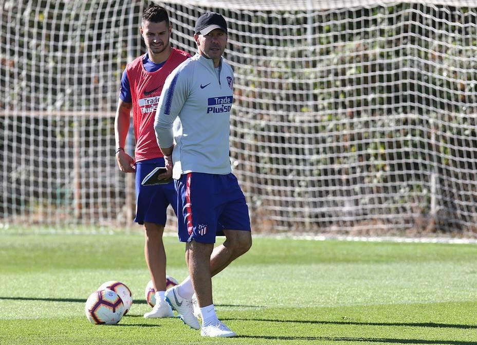 Los lesionados Godín, Koke y Diego Costa, ausentes en la convocatoria de Simeone para Butarque