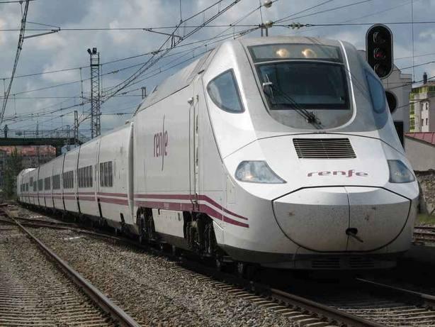 Sin tren a Madrid en el inicio del puente