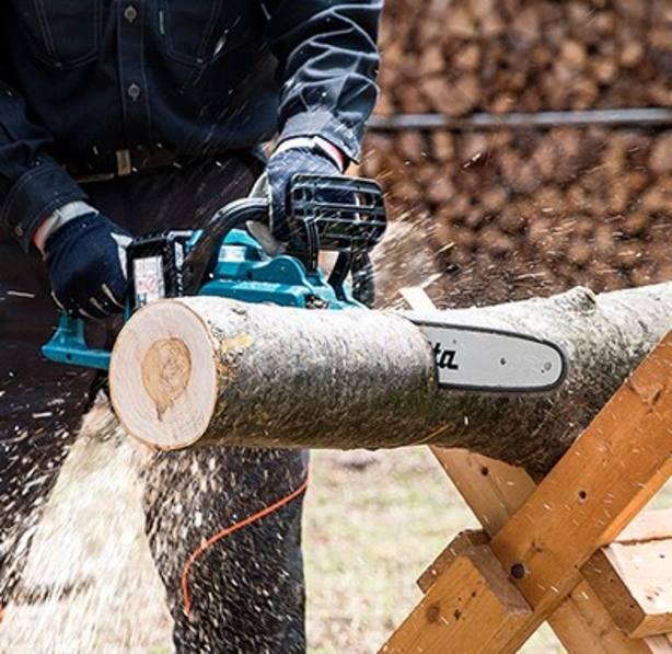 Fallece un sexagenario al caerse de un árbol cuando hacía labores forestales en As Nogais