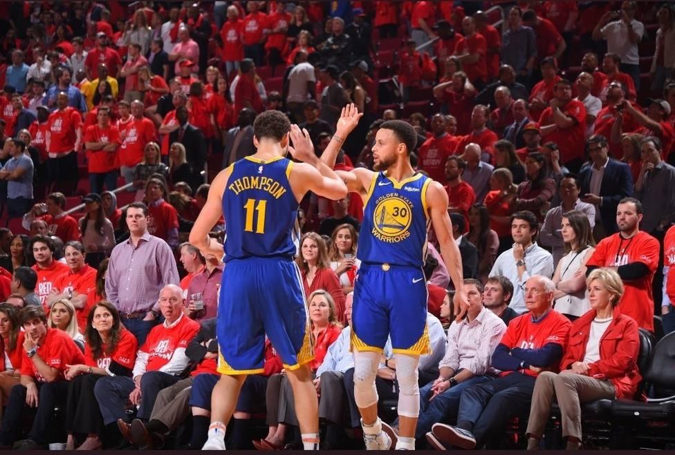 Curry y Thompson dan ventaja a los Warriors frente a los Blazers en el debut de la final del Oeste
