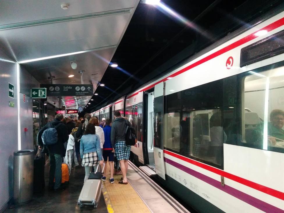 Nueva tarjeta sin contacto para los viajes en el Cercanías de Málaga desde este lunes