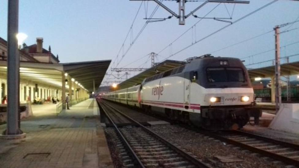 Adif adjudica la reparación de 23 puentes en la línea férrea entre Monforte y Ourense