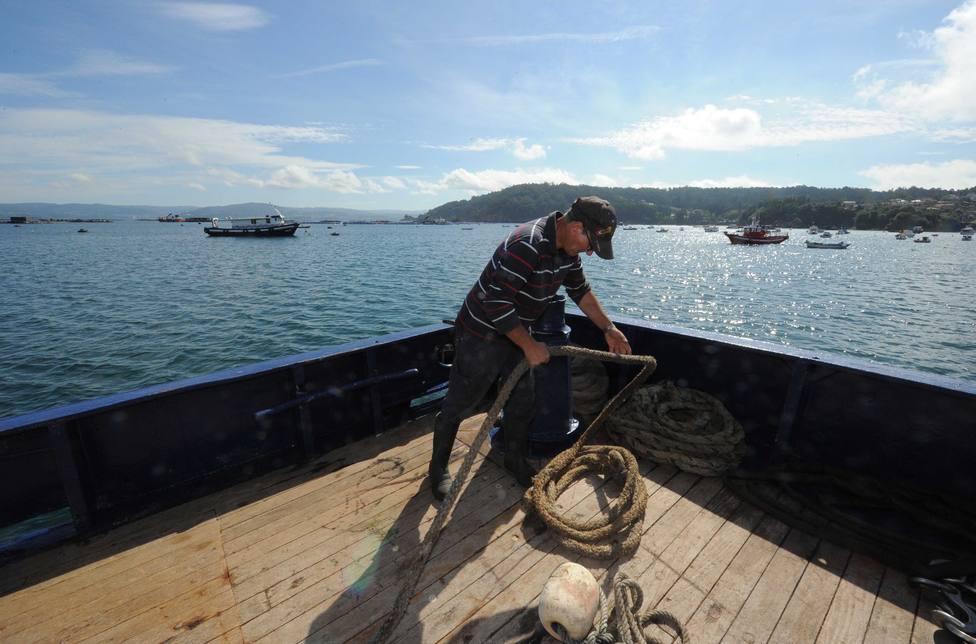Un marinero realizando tareas a bordo de un buque pesquero - FOTO: Torrecilla