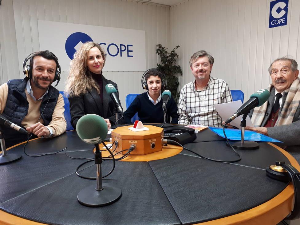 Guillermo Tamayo y su familia, junto a Verónica Ruiz y Pepe París