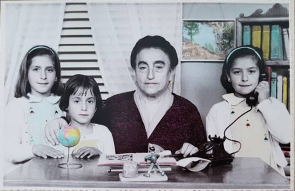 Ángela Ruiz con sus nietas María Luisa, Ángela y María del Carmen Souto Grandal
