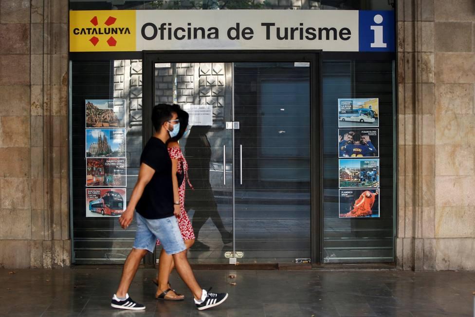 Oficina de turismo de Cataluña en las Ramblas de Barcelona, cerrada al público temporalmente