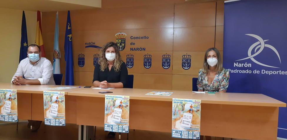 Oreona, Ferrreiro y Pieñiro durante la presentación de la iniciativa - FOTO: Concello de Narón