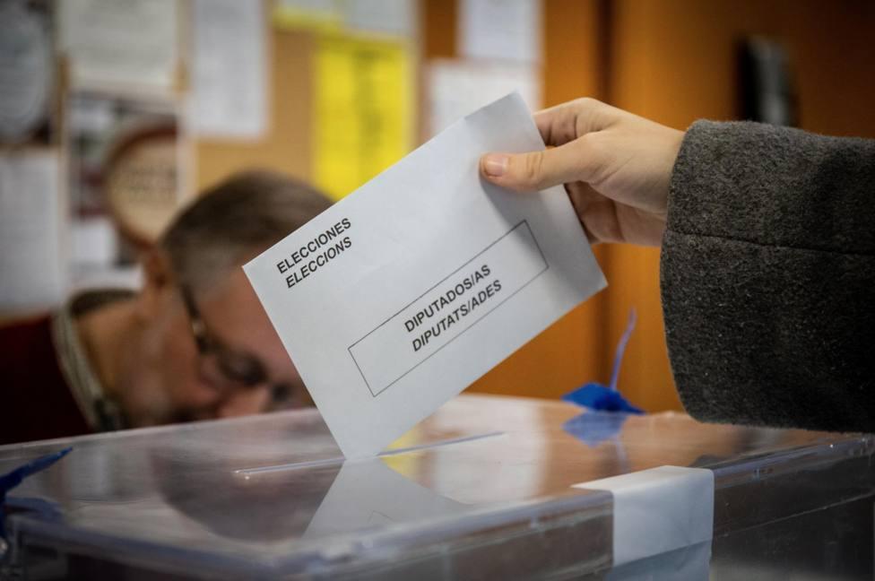 Jornada electoral del 10N en un colegio en Barcelona - DAVID ZORRAKINO - EUROPA PRESS - Archivo