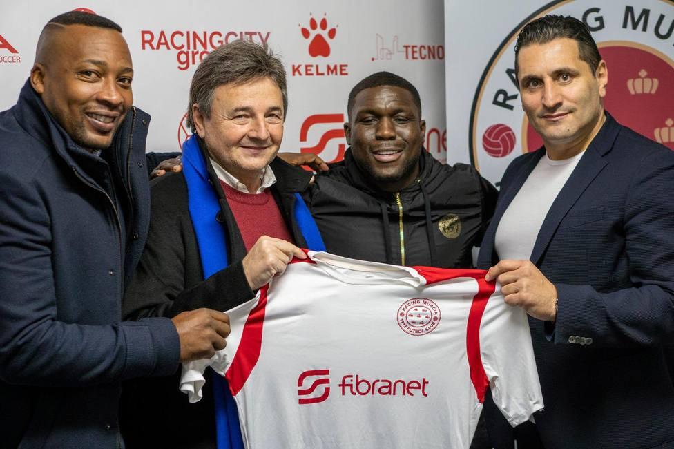 Royston Drenthe, nuevo jugador del Racing Murcia.