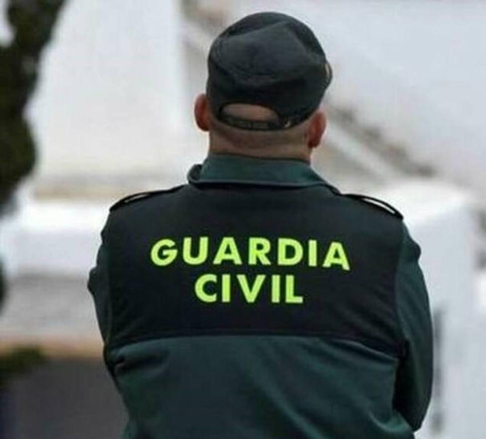 La Guardia Civil se encontró a las cinco personas en el comedor de una vivienda en Xove