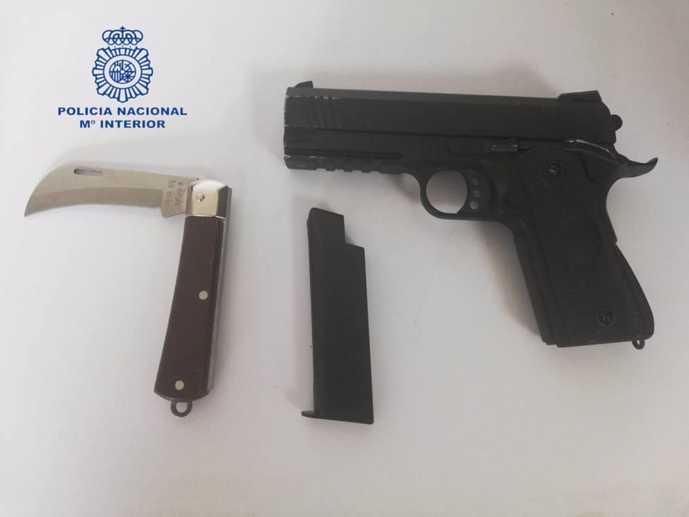 Sucesos.- Detenido un joven de 21 años por amenazar con una pistola simulada a los responsables de un bar en Es Rafal