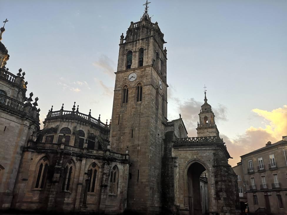 Vista de la puerta norte de la Catedral de Lugo