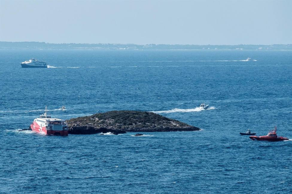 El ferry encallado en el islote entre Ibiza y Formentera