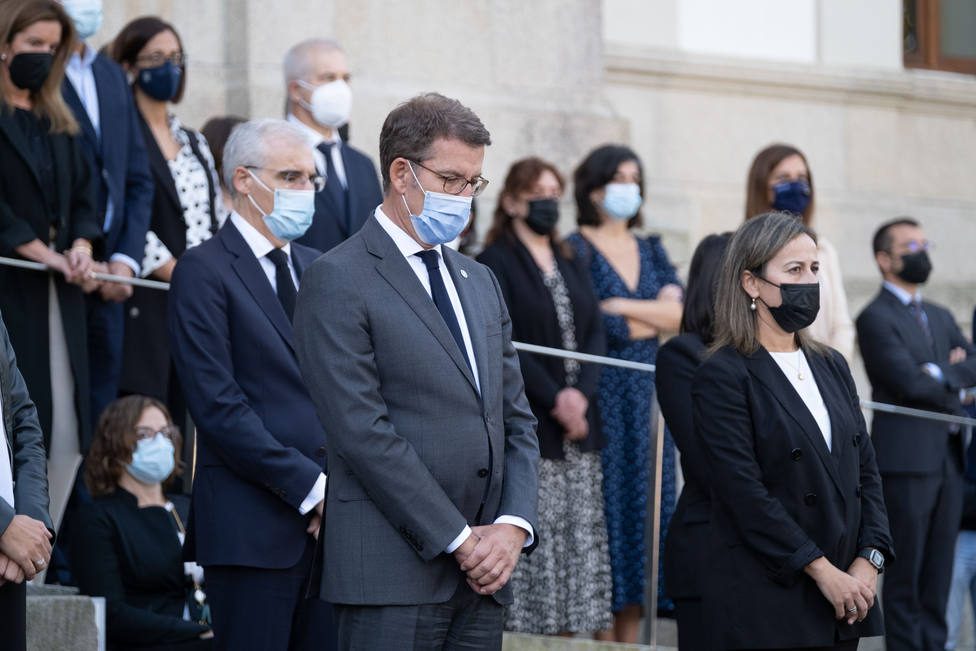 Minuto de silencio en memoria del conselleiro de Facenda Valeriano Martínez