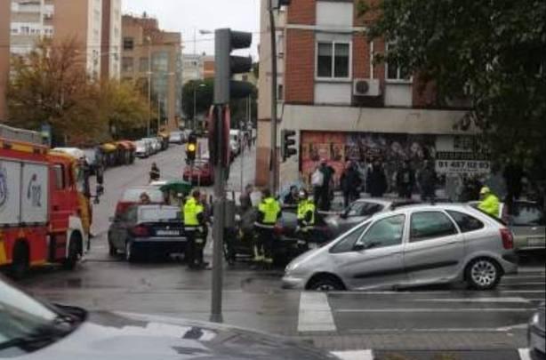 Un segundo socavón en el barrio madrileño de La Elipa obliga a intervenir a los bomberos