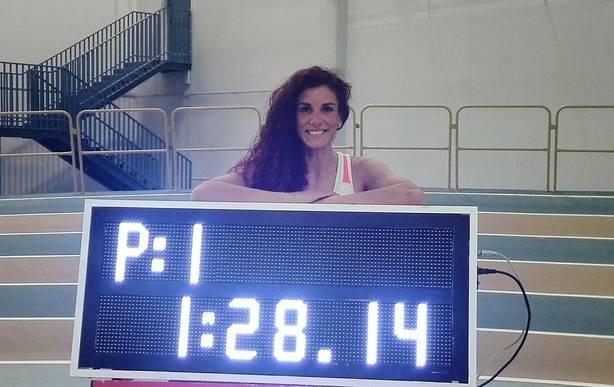 Laura Bueno bate el récord de España de los 600 metros en pista cubierta