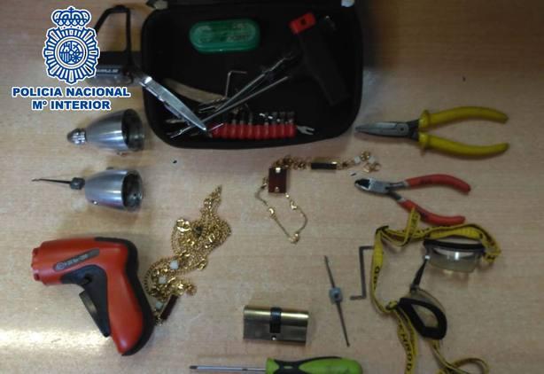 Imagen de los utensilios utilizados por los presuntos ladrones