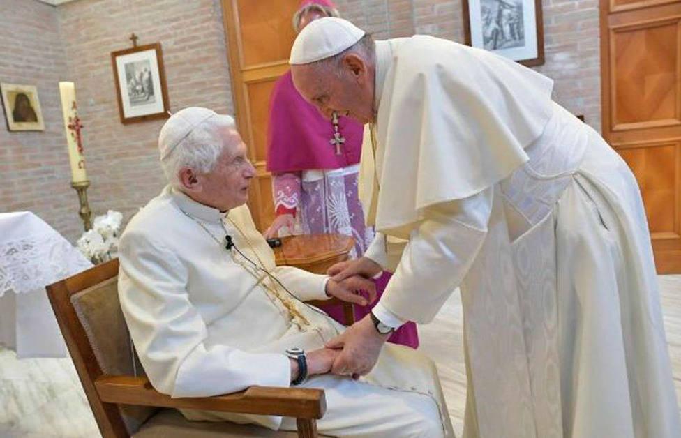 El Papa Francisco visita a Benedicto XVI por la Pascua