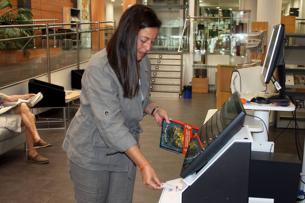 Nueva máquina de préstamos en la biblioteca Ricardo León de Galapagar